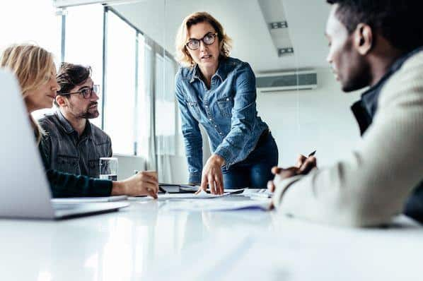 Las 8 habilidades esenciales de gestión que necesita para liderar un equipo exitoso  – Veeme Media Marketing