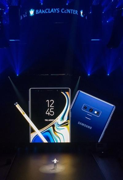Samsung-Galaxy-Unpack -2018-3