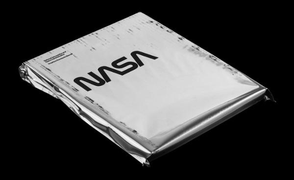 La Guía de colores de la NASA Manual de cubierta blanca