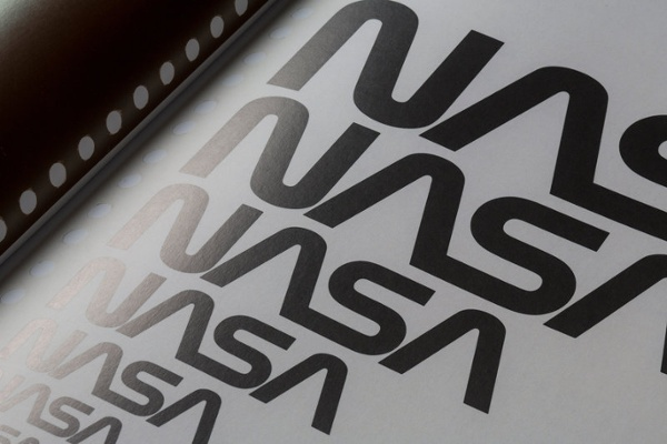 Variaciones de logotipo negro de la NASA de grande a pequeño